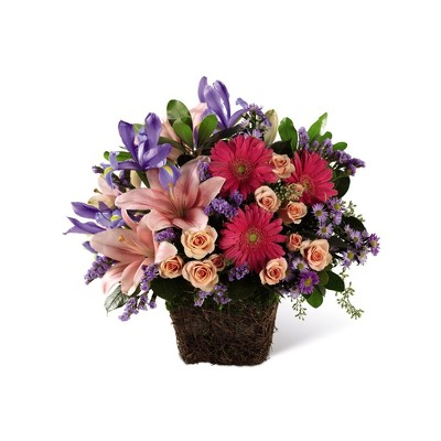 ES104 spring basket from Fabbrini's Flowers in Hoffman Estates, IL