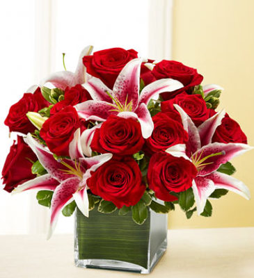 Square red roses stargazers E110